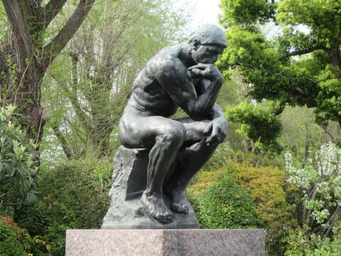 上野恩賜公園内内の国立西洋美術館にある考える人