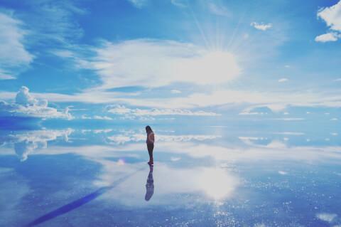 ウユニ塩湖 雨季 天空の鏡