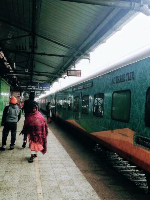バラナシ 鉄道 インド
