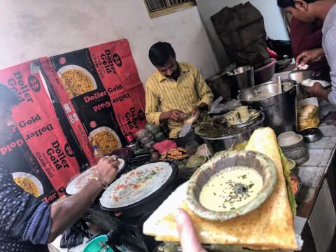 ガンガー バラナシ インド 旧市街 ドーサ