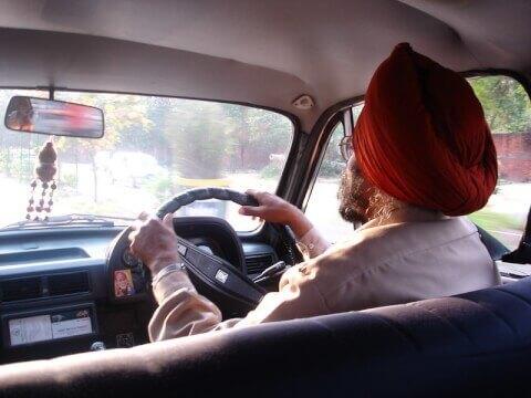 インド 車 タクシー