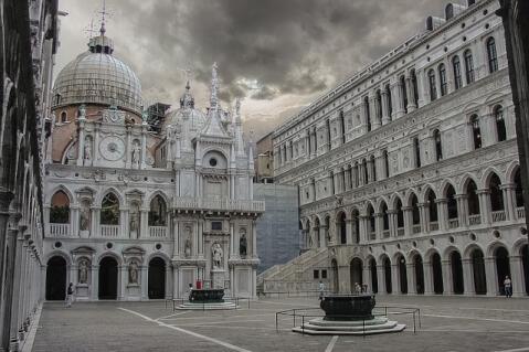 ドゥカーレ宮殿