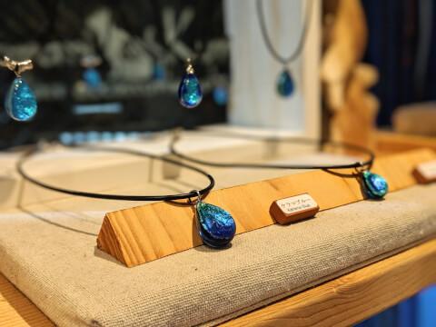 ホタルガラスのネックレス