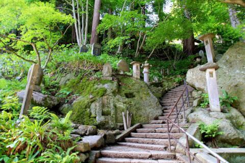立石寺への石段