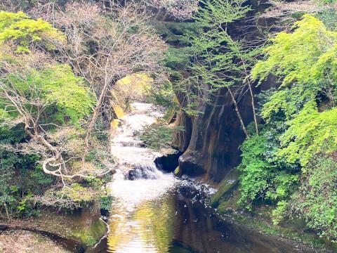 亀山の洞窟