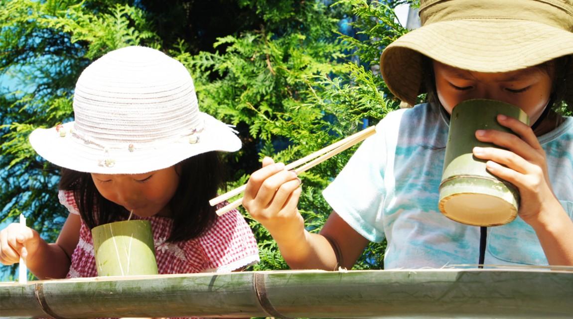 農園で食べよう。つるつるの流しそうめんとサクサクの夏野菜天ぷら