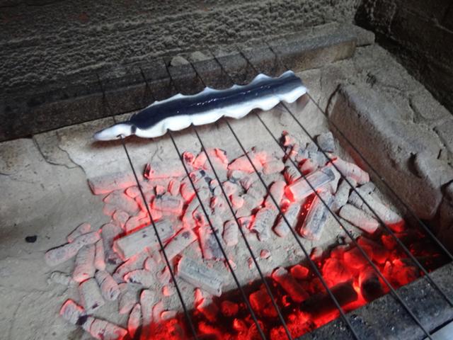 備長炭で焼いて頂きます。
