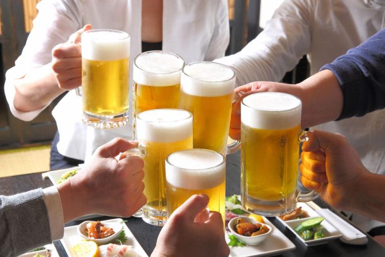 「飲みニケーション」を望むのは若手? 実態調査から見えてきた、お酒と働き方の関係