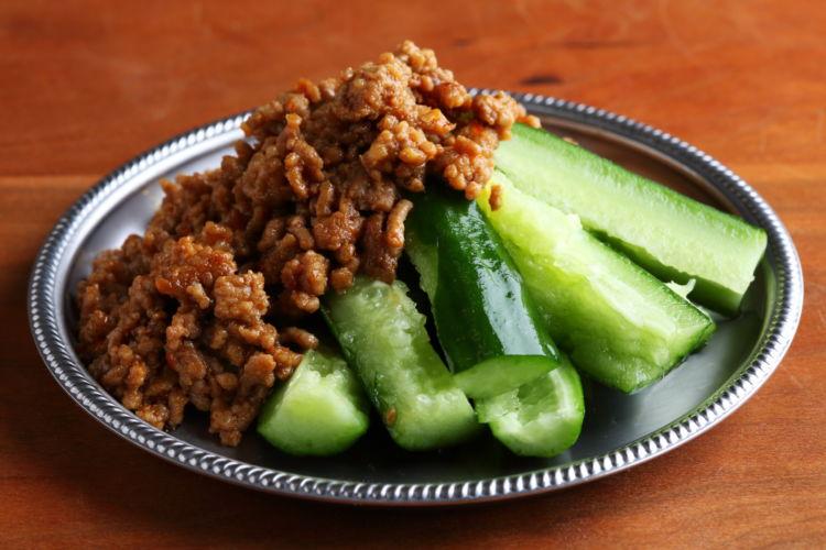 キュウリのしゃきしゃき感を味わう中華おつまみ「麻婆肉味噌キュウリ」