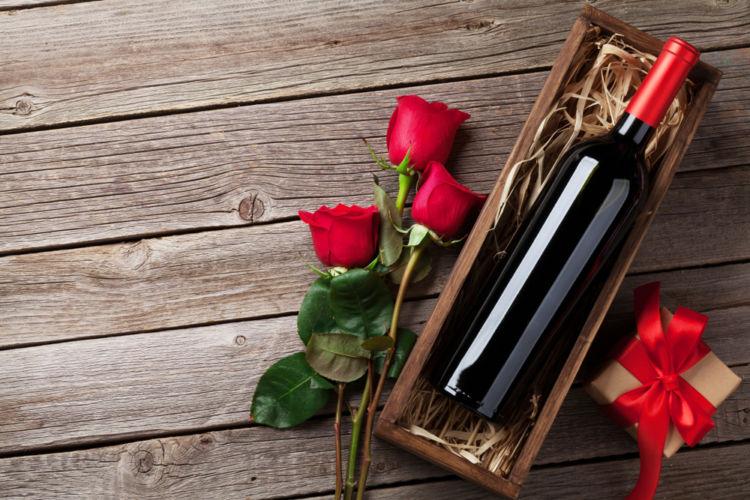 ギフトシーンに欠かせない黄金コンビ「ワインと花を組み合わせたギフト」が人気