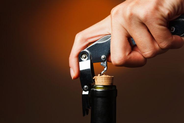 ワイン動画を活用して基本的な作法を学ぼう!