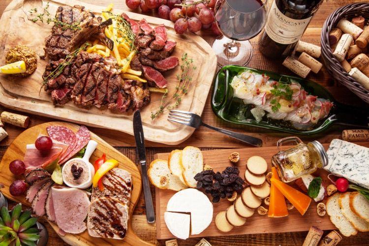 ドリンク全品「ほぼ原価」で楽しめる肉バル「MEAT&WINE ワインホールグラマーNEXT」