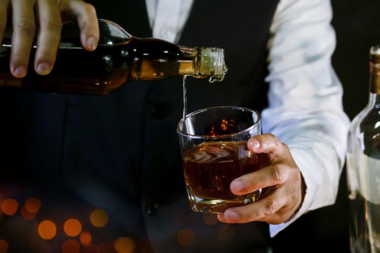 「ブレンデッドウイスキー」がウイスキー業界に果たした役割とは? 【ウイスキー用語集】