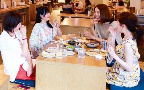 「昼からお酒」が大ブーム? 東京の昼飲みの聖地を網羅したガイドブック「白昼堂々! 東京極楽酒場」