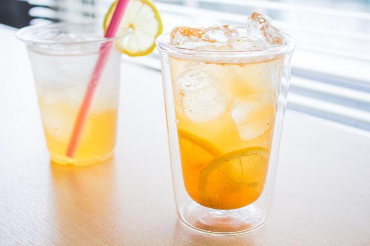 「仕方なく飲む」から「飲みたくなる」へ。新たなノンアルコールドリンク「Aroma Cola」