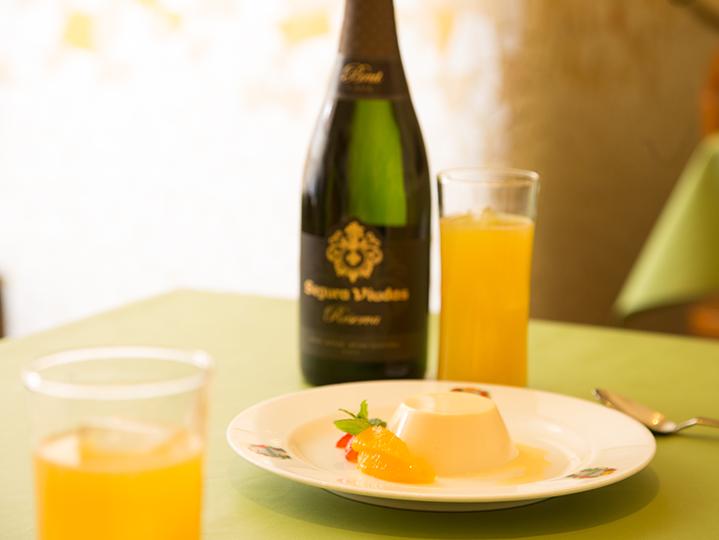 スパークリングワインだけでもディナーが充分たのしめた。 スペインのCAVA・セグラヴューダスの実力!