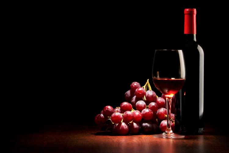 赤ワインの原料「黒ブドウ」の特徴や種類を知ろう!