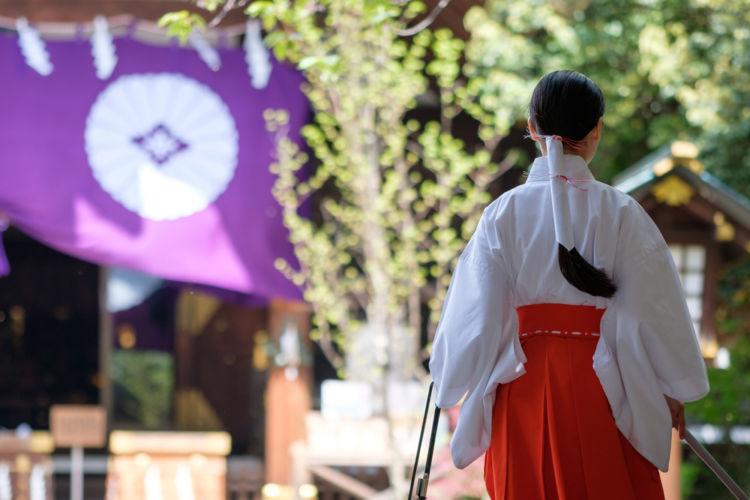 「口噛み酒」は大ヒット映画『君の名は。』で話題となった日本最古 の酒【日本酒用語集】