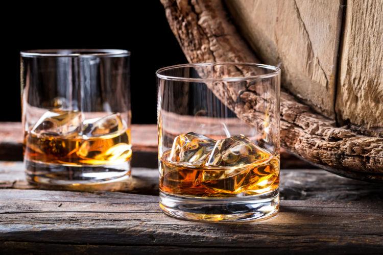 """「フロアモルティング」が""""スコッチの伝統の証""""と呼ばれる理由は? 【ウイスキー用語集】"""