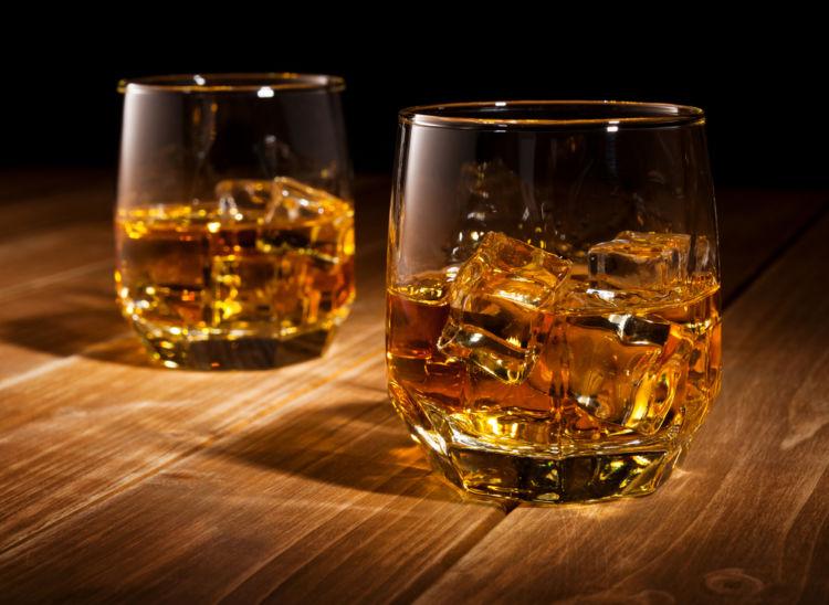 オンザロックとはどんな飲み方?幅広い飲み方でたのしめるウイスキー。自分に合った飲み方を見つけよう!