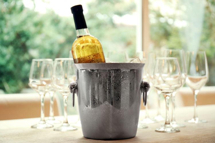 ワインを冷やす小さなバケツ、本当の名前は?