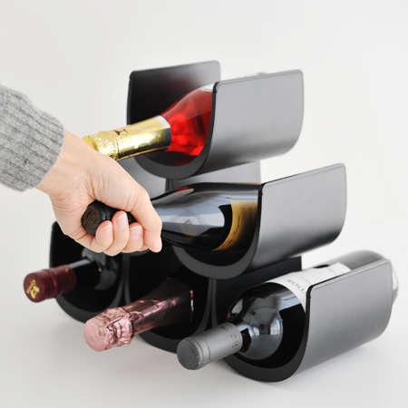 さりげなくオシャレにお部屋のインテリアへ イタリア生まれのワインホルダー