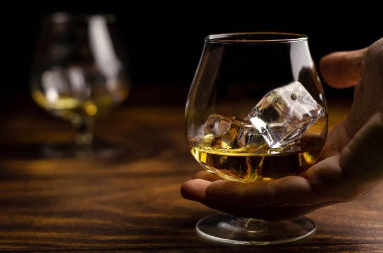 連続式蒸溜器がウイスキーの歴史を変えた!?【ウイスキー用語集】