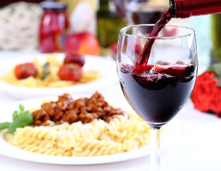 定番パスタの美味しさを引き立てる プロが目利きしたイタリアワイン!