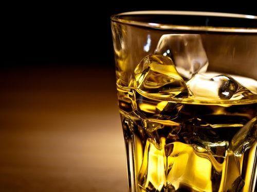 おうち飲みをもっと楽しく!初心者向けから通好みまで、ウイスキーの飲み方を検証