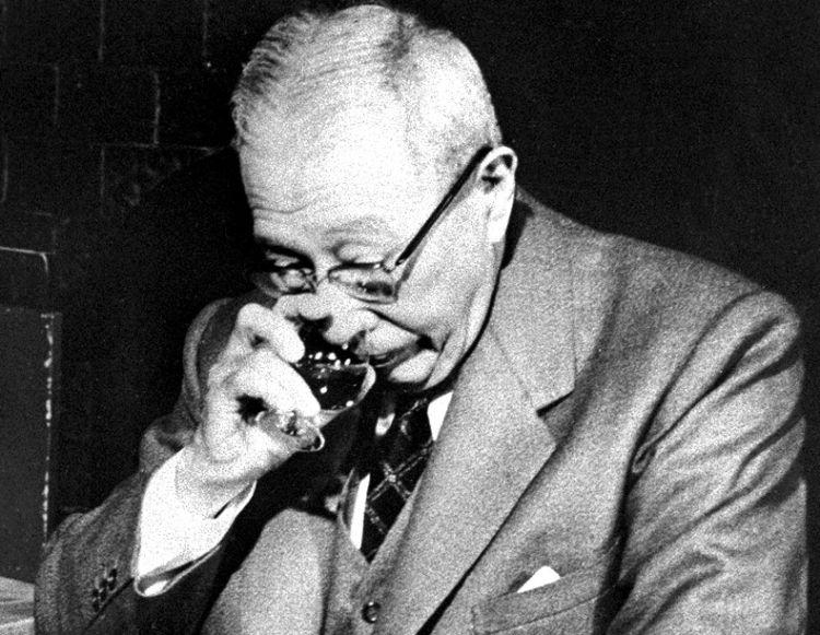 鳥井信治郎氏が日本ウイスキー史に果たした役割とは? 【ウイスキー用語集】