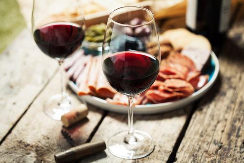 """バローロはイタリア産の""""偉大な""""赤ワイン"""