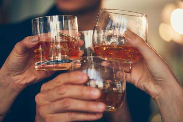 「フレーバードウイスキー」は初心者でも飲みやすいって本当?【ウイスキー用語集】