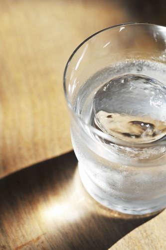 アルコール度数約40度! 焼酎の原酒を飲む