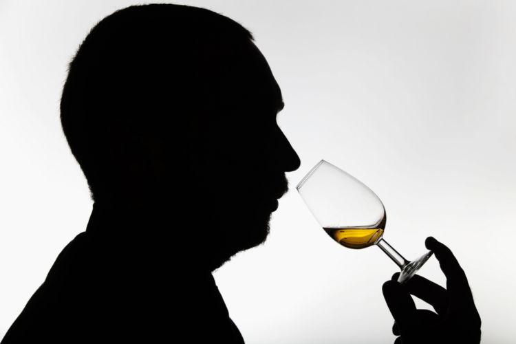 マスターブレンダーは、ウイスキーの風味を整え、品質を管理する最高責任者【ウイスキー用語集】