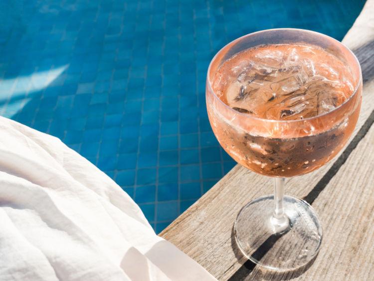 暑い日のアウトドアにはこれできまり! 氷ワインでフレッシュなサマーライフを!