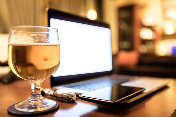 ビールで乾杯! 家飲みがもっとたのしくなるグッズを紹介