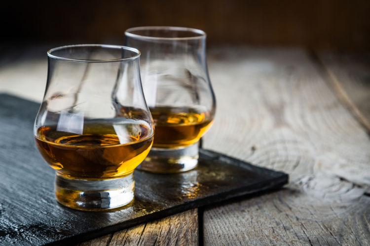 ウイスキーグラスにはどんなものがあるの?おすすめの飲み方を種類別に紹介!