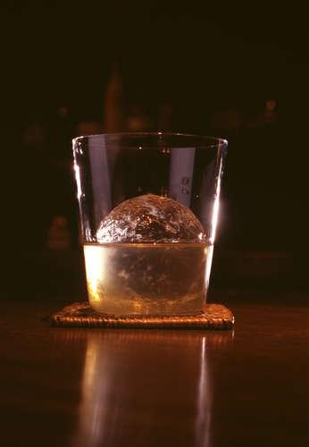 ロックが通?! ウイスキーの甘味と香りが増す飲み方