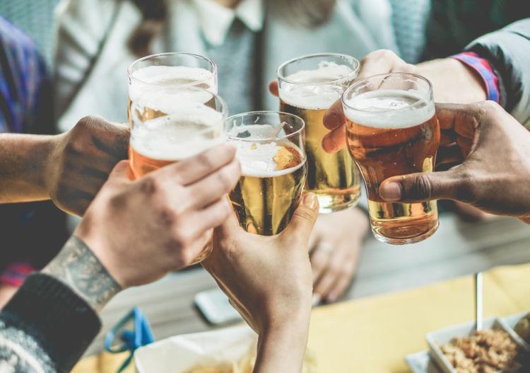 「ビール」と「発泡酒」はどう違う?  定義や味わいの違いを解説
