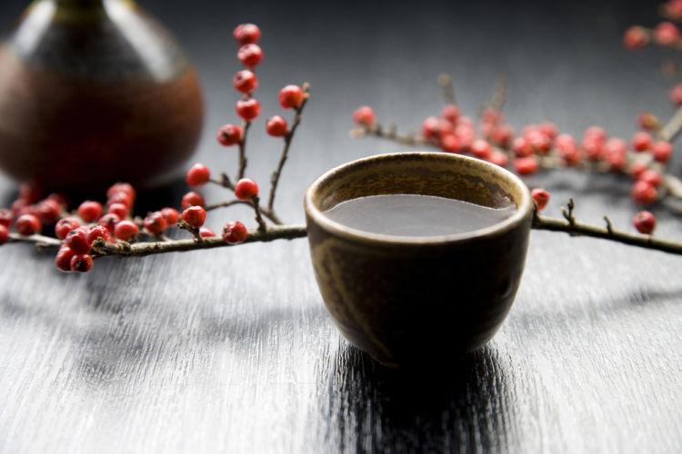 おちょこ(お猪口)の種類や魅力、粋な注ぎ方を知って日本酒を味わいつくそう