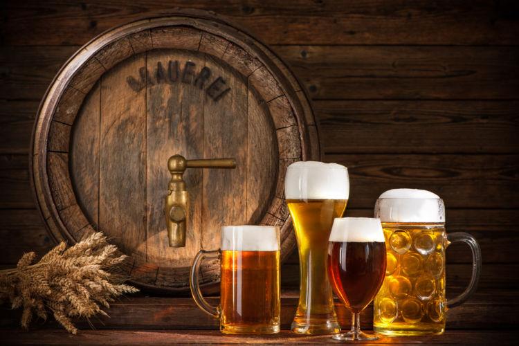 ビールはグラスで飲むとおいしくなるって本当?