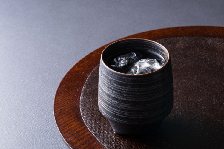 「百年の孤独」は凝縮感となめらかさが魅力のプレミアム麦焼酎