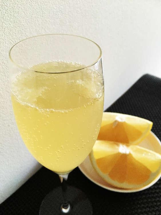 世界一贅沢なグレープフルーツジュース 「ホワイトミモザ」