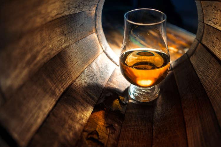 年数表記のないウイスキー「ノンエイジウイスキー」ってなに?