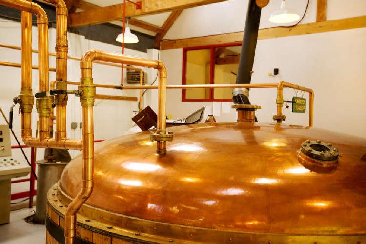 ウイスキーのアルコール度数と味わいに影響を与える蒸留について学ぶ