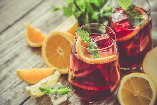 果物いっぱい! フルーツワインを飲んでみよう!