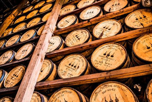 力強いウイスキーが好みなら、プレミアムバーボンを試してみよう!