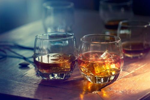 カナディアンウイスキー入門! 「カナディアンクラブ」と「クラウンローヤル」で乾杯