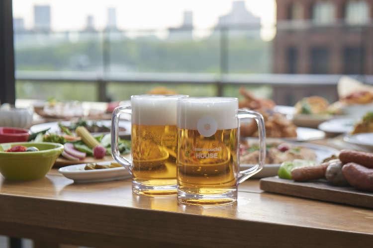 東京駅舎が見えるテラスで極上のビール体験