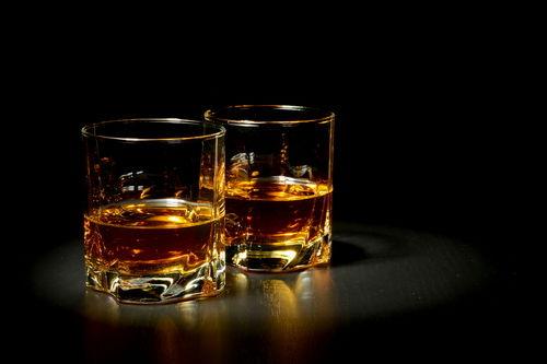 ウイスキーの香りを楽しむ…ストレートで飲むシングルモルト